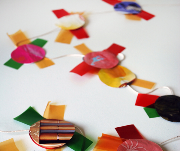 theredthread_scrap_garland