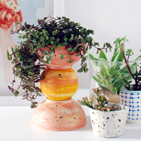 TOTEM PLANTER FROM WHITE BOWLS
