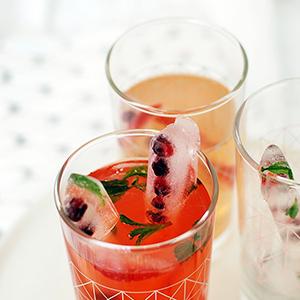 Christmas drinks +fruity ice sticks