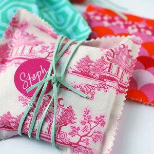 NO-SEW FABRIC GIFT BAGS tutorial