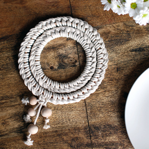 make a macrame knotted trivet