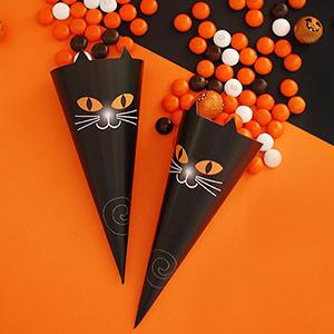 Black cat treat cones