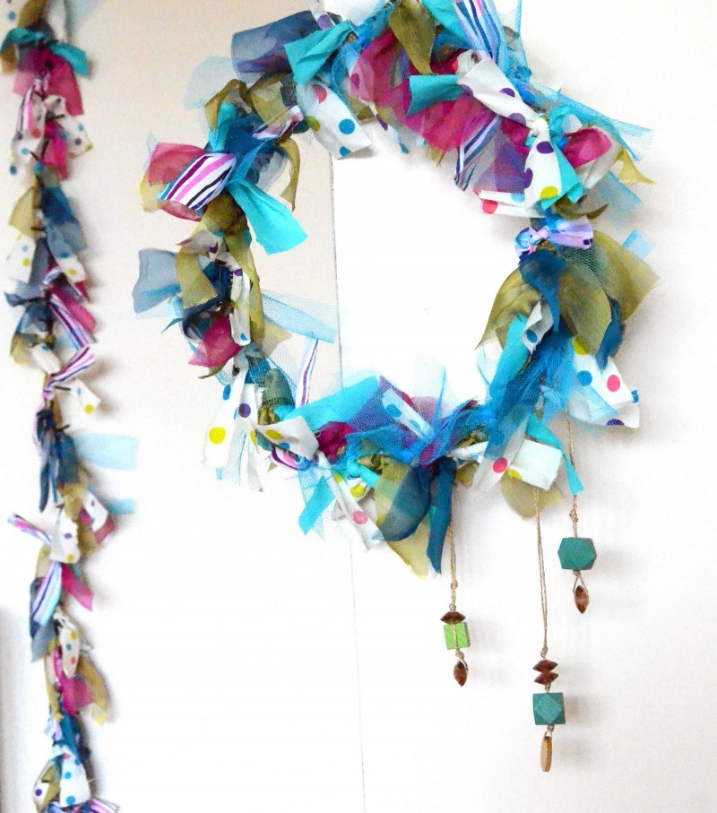 Crafttuts+ Christmas Wreath and Garland Tutorial via we-are-scout.com