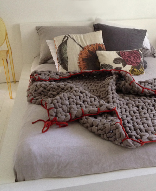 Little Dandelion bed via the red thread