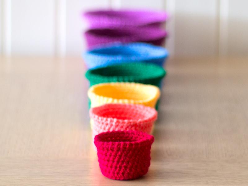 Rainbow rochet nesting baskets tutorial via we-are-scout.com