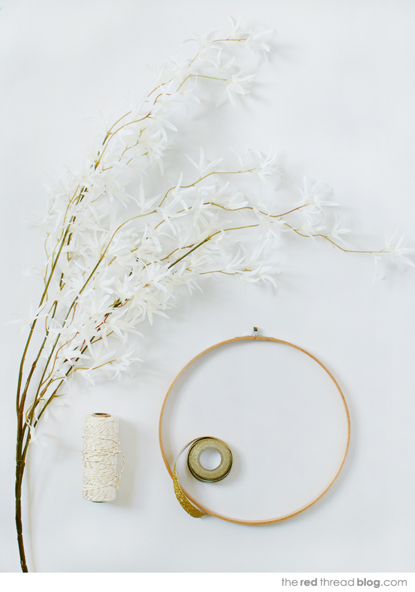 DIY modern Christmas wreath - the red thread blog. Styling and photography: Lisa Tilse