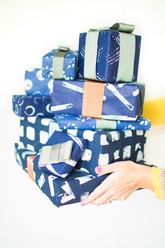 7-ways-to-stamp-wrapping-paper-for-christmas-14