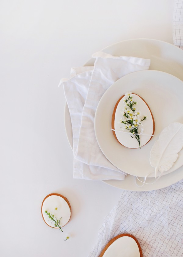How to decorate your table for Easter: 4 Stunning Ideas, via We-Are-Scout.com.