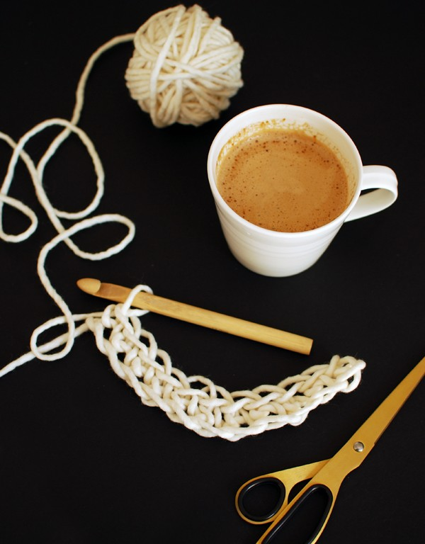 TUTORIAL: How to crochet a chunky cuddle mug cosy. Beginner's crochet project.
