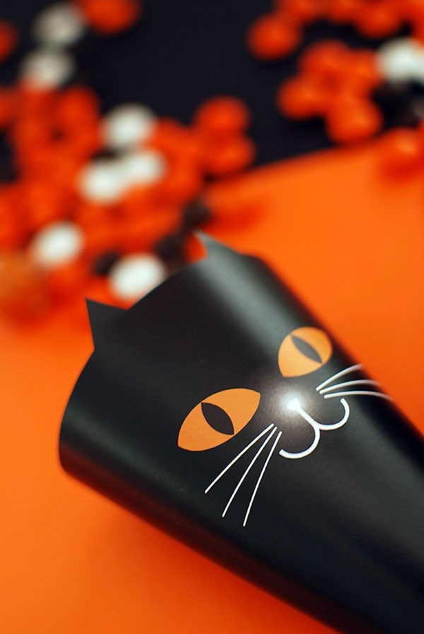 Black cat treat cone for Halloween - free printable