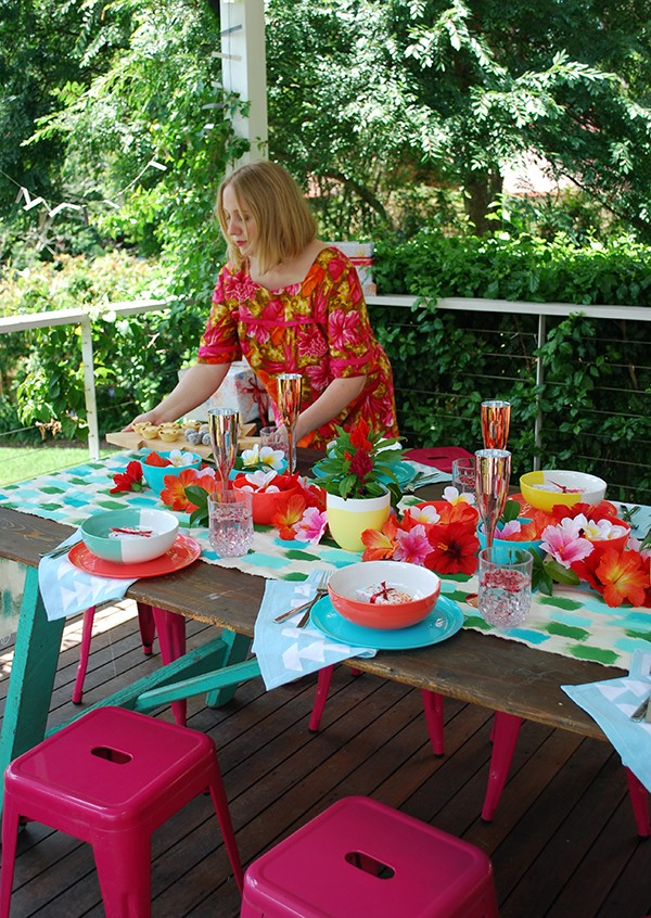 Tropical Christmas Party Ideas.How To Decorate Your Tropical Christmas Table With Target We Are Scout
