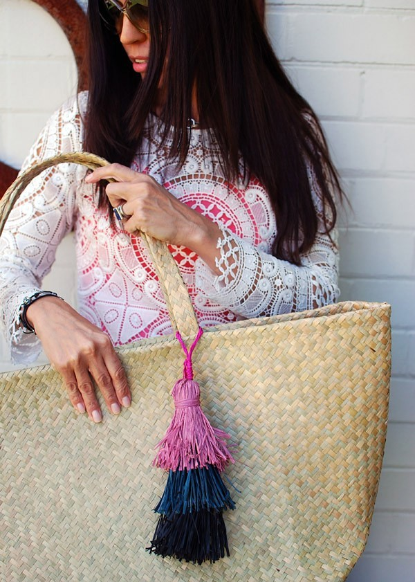 make a layered raffia tassel for your tote