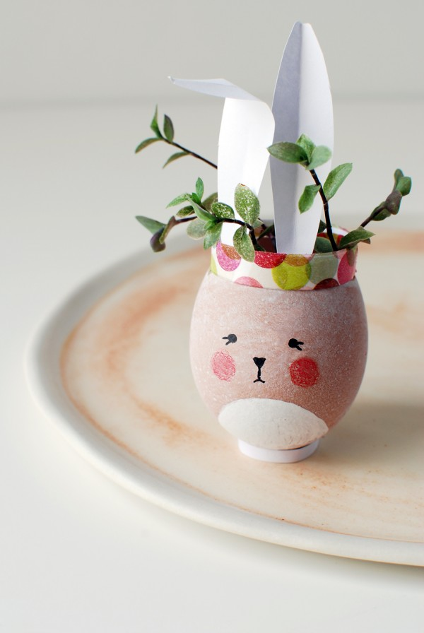 How to make the most adorable mini Easter Bunny vases for your Easter table. #eastercraft