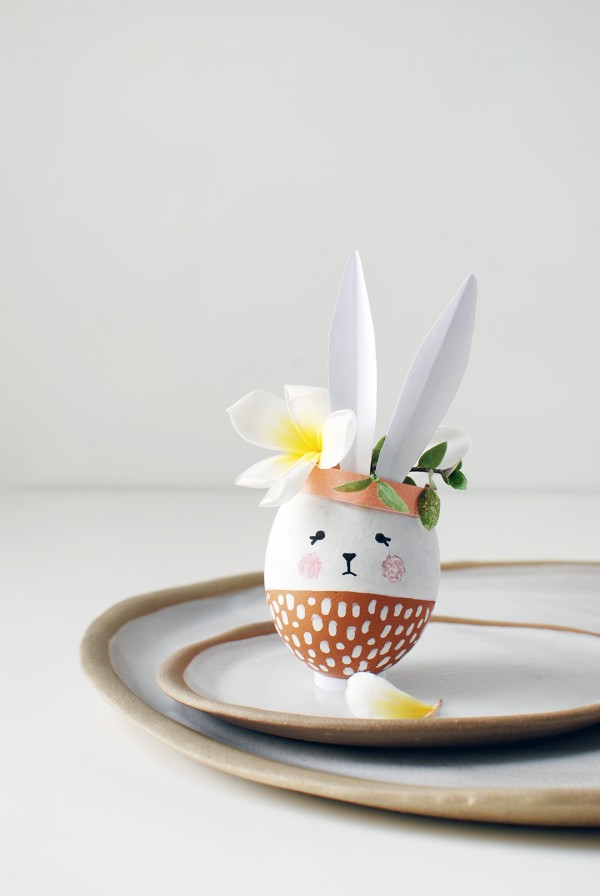 Easter craft ideas. How to make the most adorable mini Easter Bunny vases for your Easter table. #eastercraft