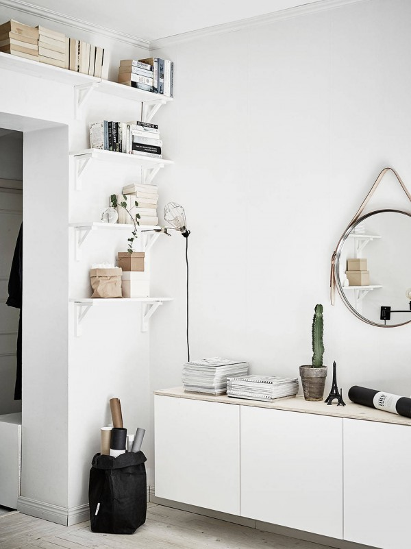 A black and white home. Scandinavian home tour.