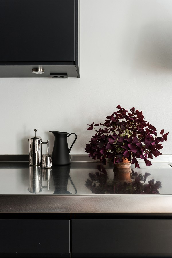An elegant black kitchen in a Scandinavian apartment