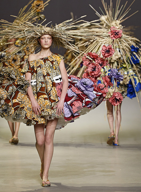 Viktor&Rolf - pushing the boundaries between art and fashion. PHOTO © TEAM PETER STIGTER SPRING/SUMMER 2015