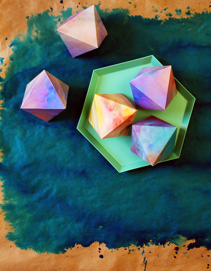 Watercolour paper gems free printables - DIY holiday decorations.