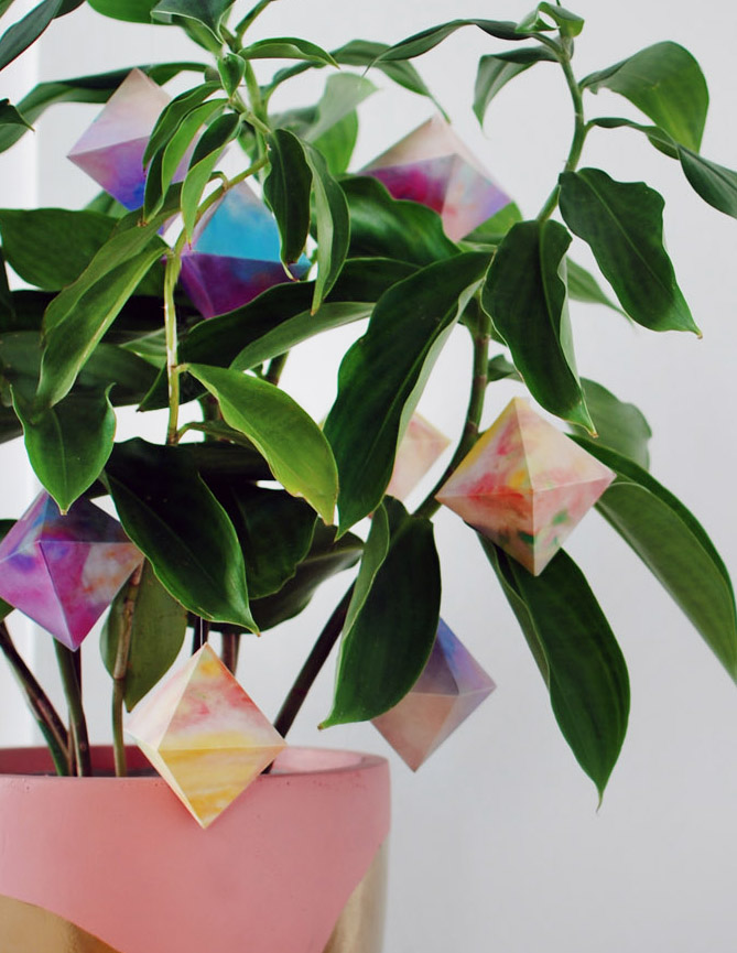 Watercolour paper gems free printables - DIY holiday (or any time) decorations.