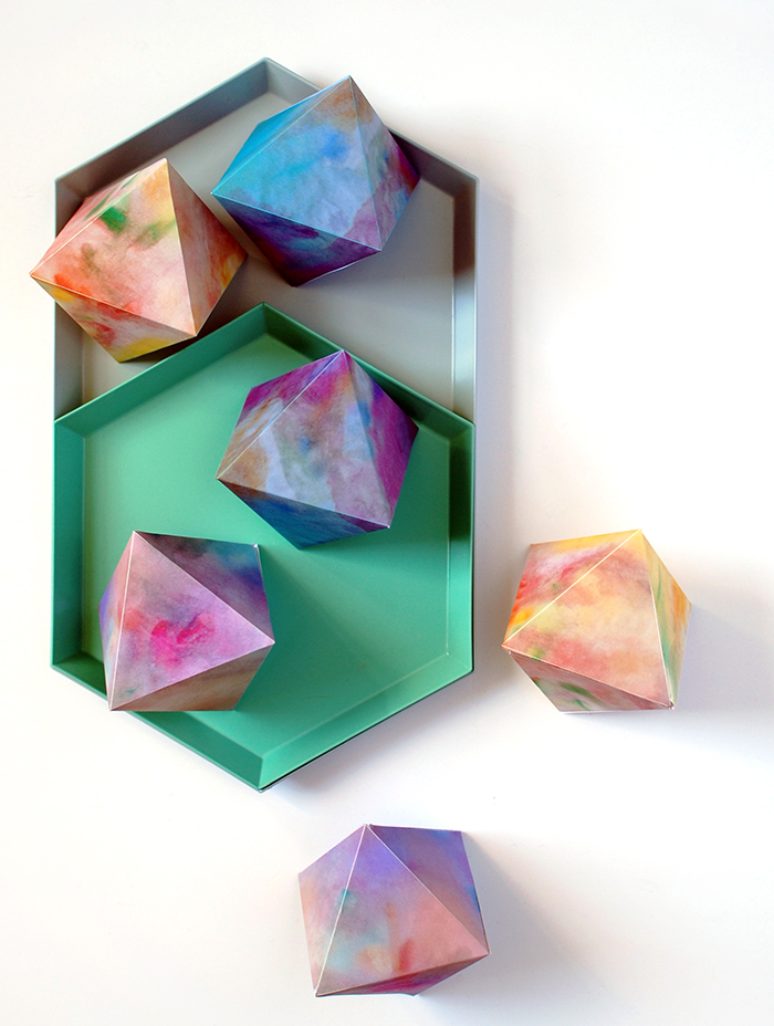 Watercolour paper gems free printables - for your Christmas tree, a grland or tabletop.
