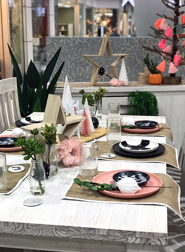 How to set a Christmas table with unexpected colours