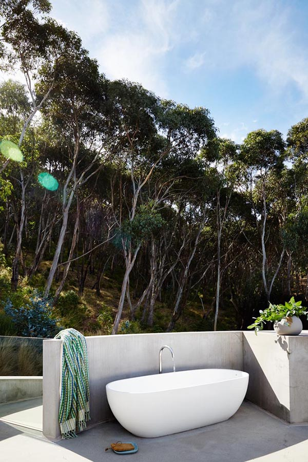 The most amazing outdoor bath. take me there!