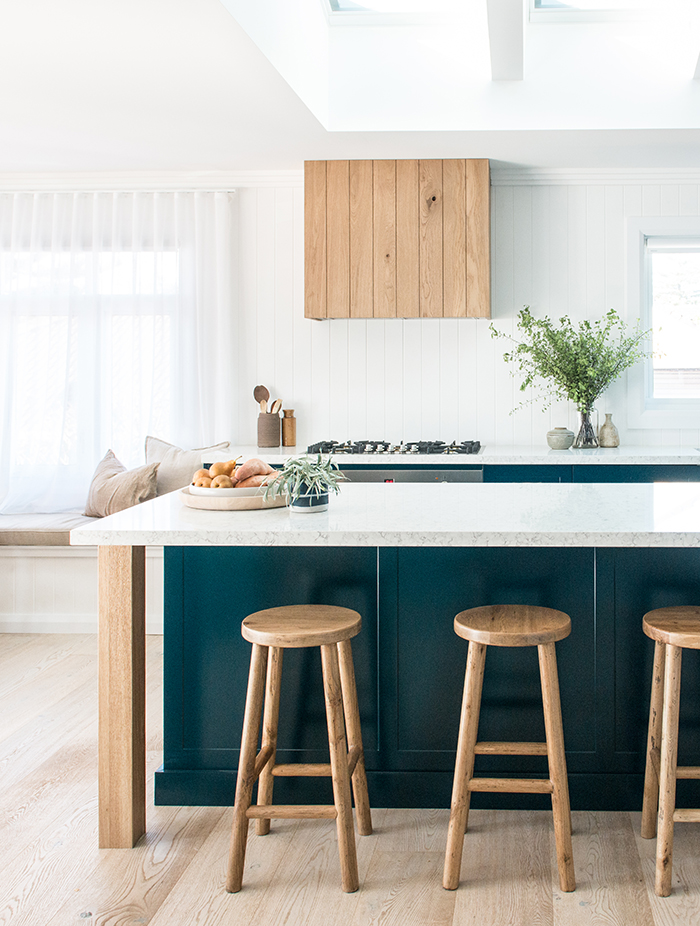 Modern beach house - teal kitchen