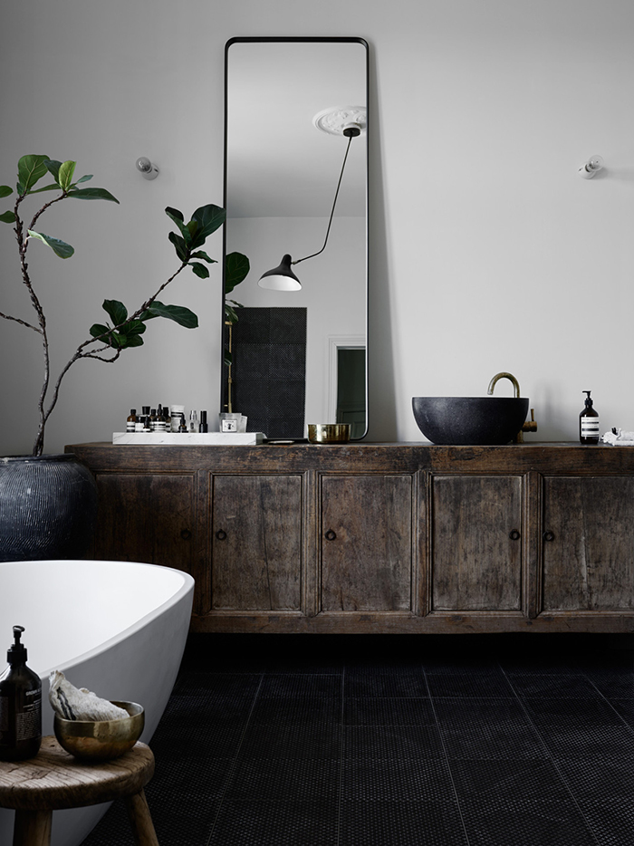 Bathroom renovation inspo - LOVE the dark timber + black