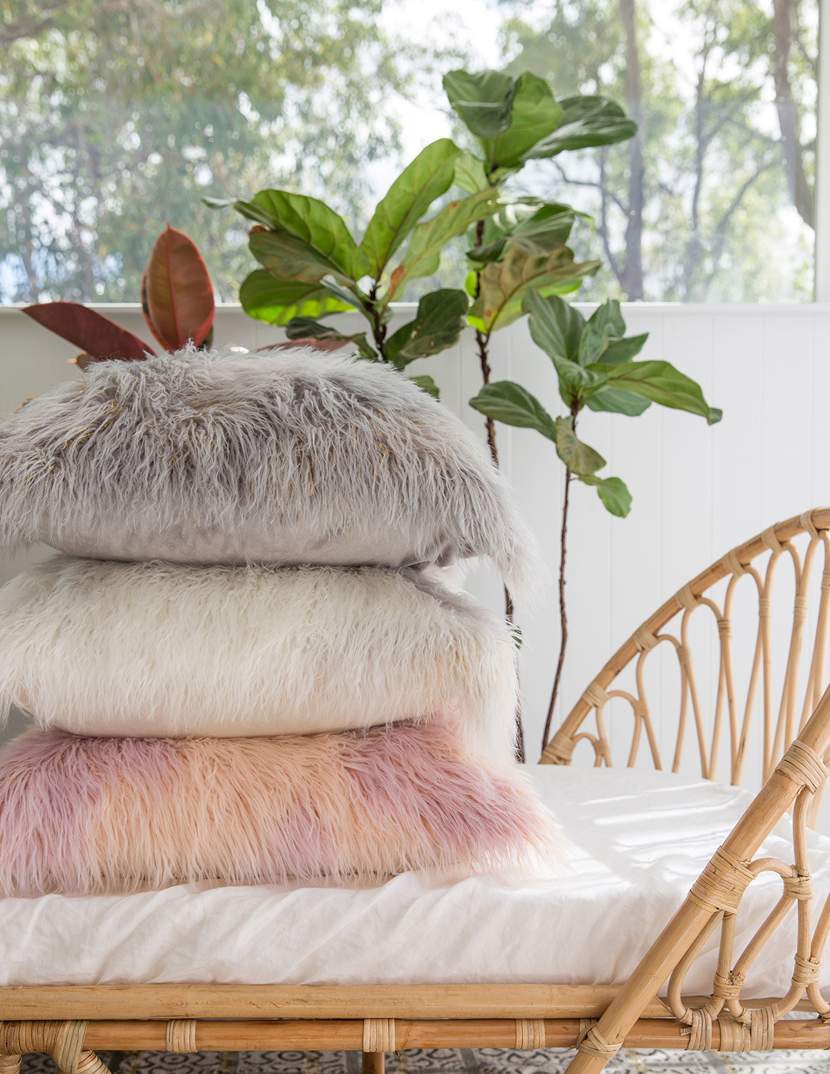 The ultimate fluffy pillows by Amigos de Hoy
